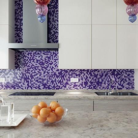 Kuchyňa s fialovým akcentom